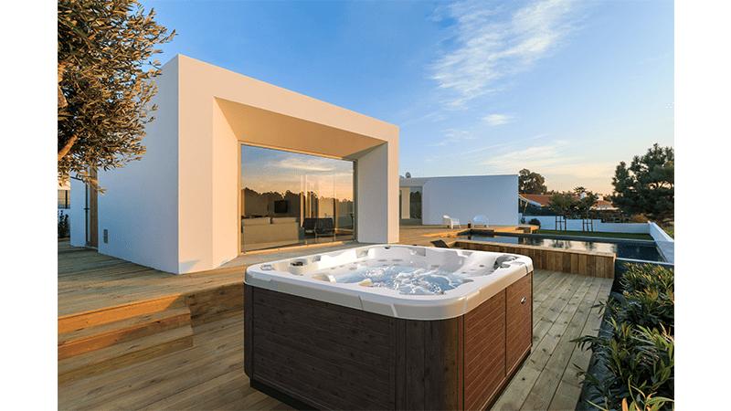 Executive hot tub